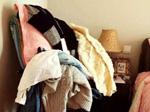3.衣服扔在椅子或沙发上